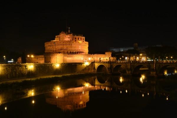 Castelo Sant'Angelo, de noche