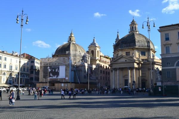 Iglesias gemelas de Santa María del Milagro y Santa María en Montesanto, en Piazza del Popolo