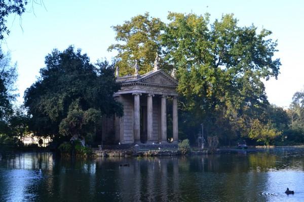 Templo de Esculapio, en el lago de Villa Borghese