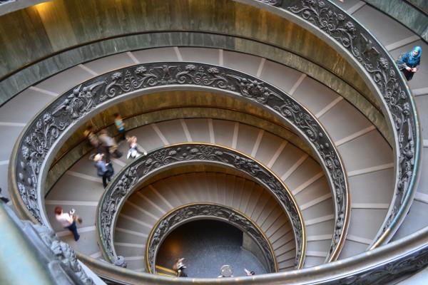 Doble escalera en espiral, soberbia salida de los Museos Vaticanos