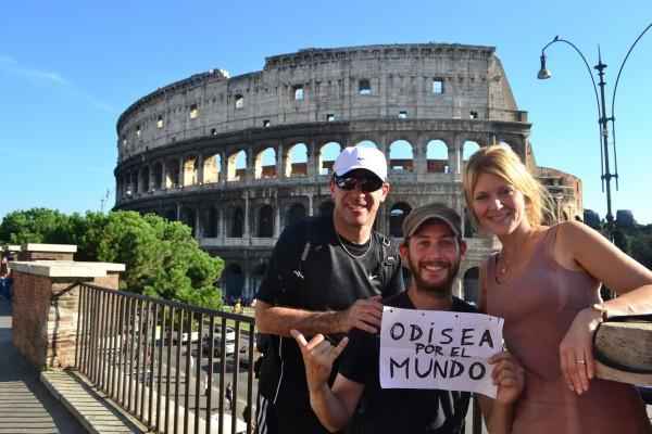 Ellos también posaron con el cartelito de la Odisea