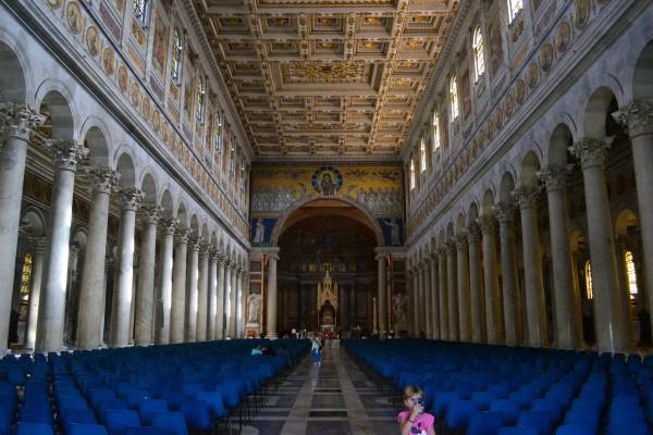 Interior de la Basílica papal de San Pablo Extramuros
