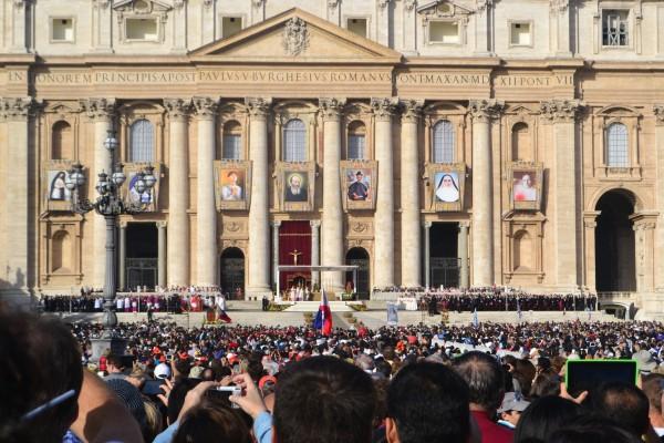 Basílica y Piazza de San Pedro, colmadas un domingo de misa