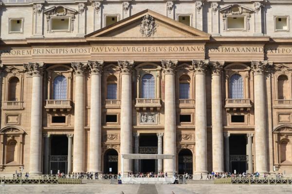 Pórtico de la Basílica de San Pietro