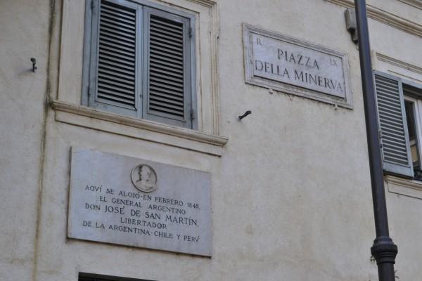Leyenda que indica la vivienda de San Martín en Roma, en Sopra Minerva