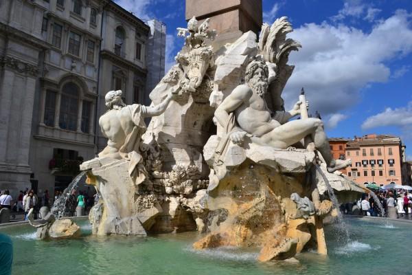 La fuente de los Cuatro Ríos, de Bernini, en el centro de Piazza Navona