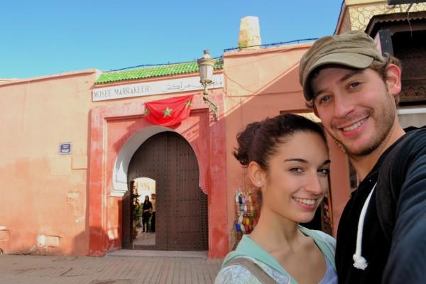 En la puerta del Museo de Marrakech