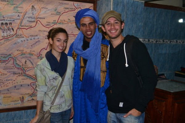 Con Mustafá, el convincente vendedor marroquí de la agencia de viajes