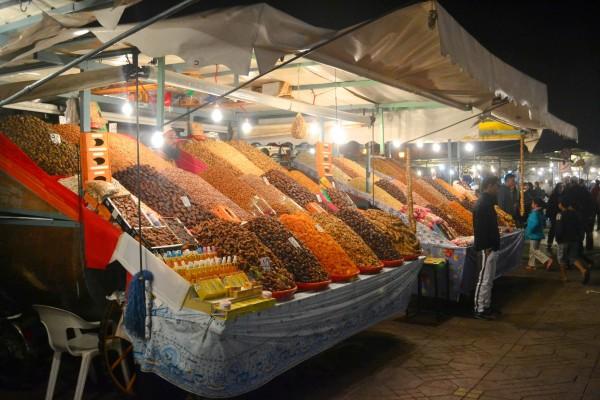 Puestos de venta de especias en Djemaa el Fna, por la noche