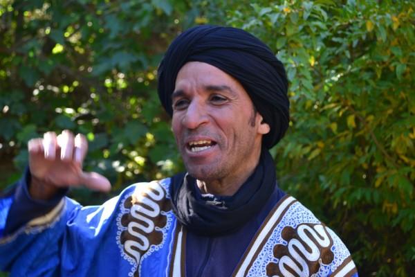 Joven guía de origen bereber, ataviado con el típico turbante
