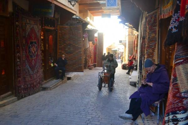 Una de las calles principales de la medina, Rue Tala'a Kbira