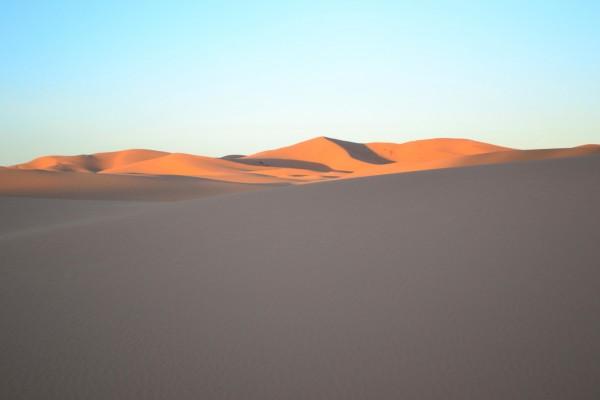 Atardecer en el Sahara. ¿No nos encontraremos por aquí a El Principito?