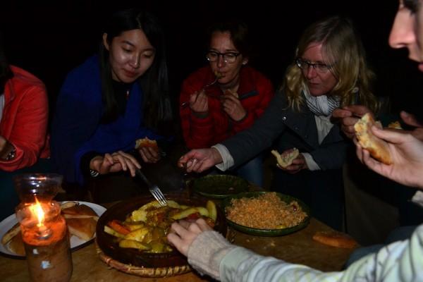 Cena bereber con tagine de verduras