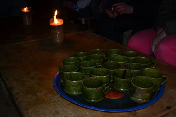 Una buena ronda de té para combatir el frío de la noche en el desierto