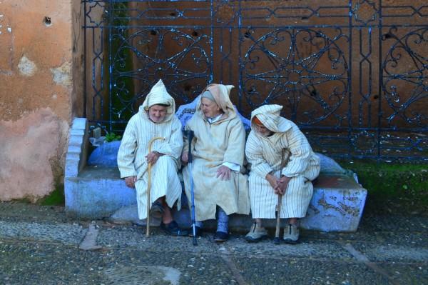 Nos pasamos un buen rato contemplando como estos tres amigos charlaban y se reían... ¡Una buena postal marroquí!
