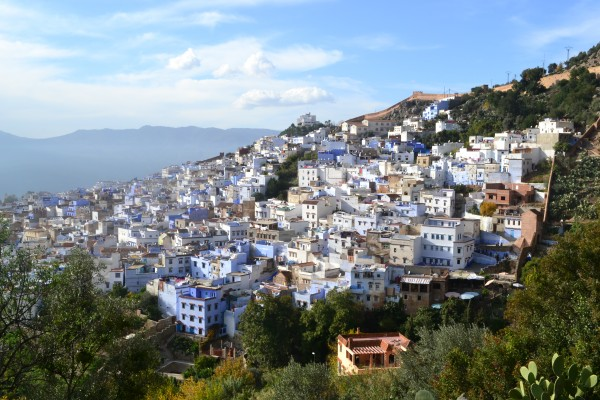 El camino que va por las montañas hacia las plantaciones de cannabis, es recomendable aunque sea sólo para tener estas vistas de la ciudad