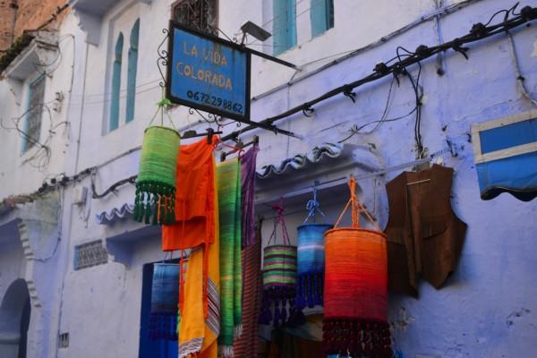 La tienda del alocado Ibrahim, otro elocuente vendedor que finalmente y tras un buen rato de discursos, lo consiguió y ¡nos vendió una manta!