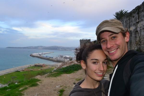 En Tánger, con el puerto y el Estrecho de Gibraltar de fondo