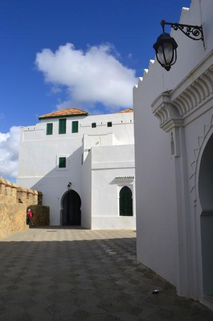 La pasarela en Assilah que da al océano, parte de la antigua fortaleza portuguesa