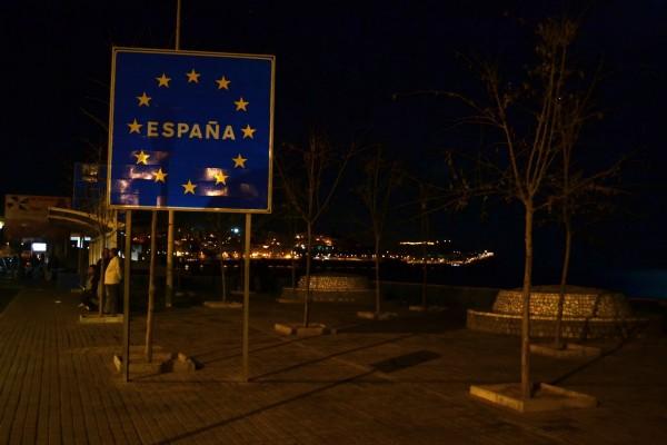 Cartel de bienvenida a España. No debería estar allí, en suelo africano, pero esa vez supo a gloria