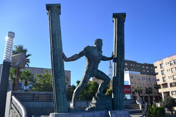 Representación de las Columnas de Hércules, en Ceuta (España)
