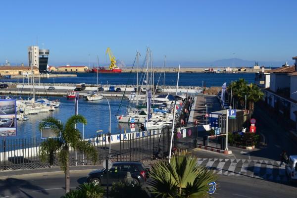 El puerto de Ceuta, punto africano de cruce a la península ibérica, y por ende, a Europa