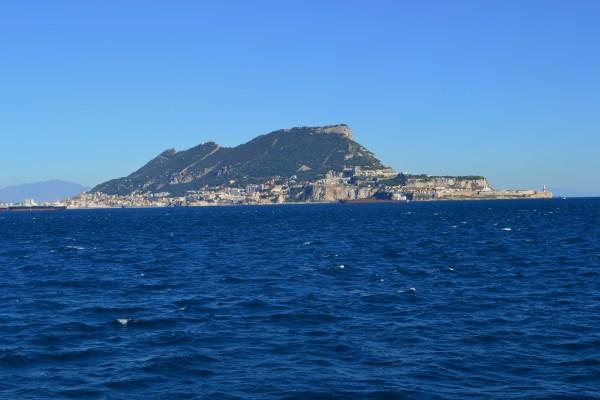 El peñon de Gibraltar, visto desde el Estrecho