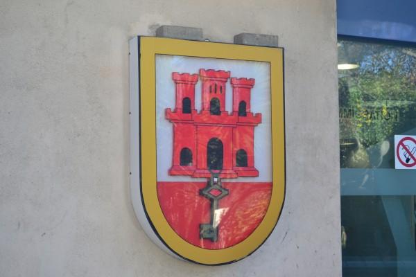 El Escudo de Gibraltar, visible por todo el peñón