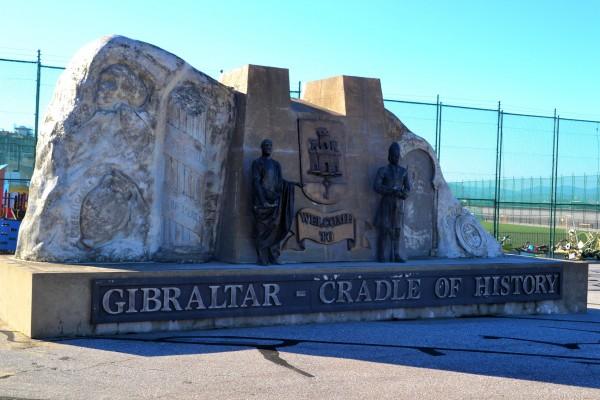 Monumento en Gibraltar a la victoria en la defensa del peñón ante España