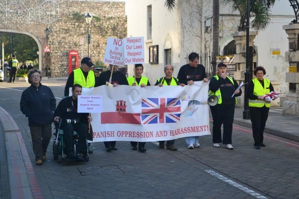 Manifestación llanita en contra de la opresión española.