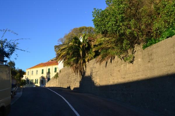 La ruta que atraviesa el peñón hacia el Europa Point