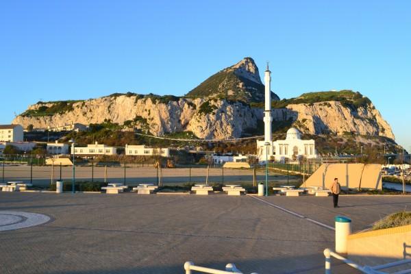 El peñón de Gibraltar, y la mezquita del Europa Point
