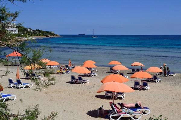 En la playa de Mellieha