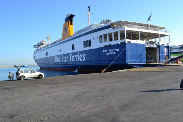 Los inmensos barcos que surcan diariamente en Mar Egeo