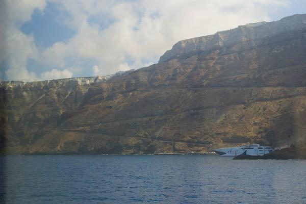La subida desde el Puerto de Athinios, una carretera zigzagueante y peligrosa