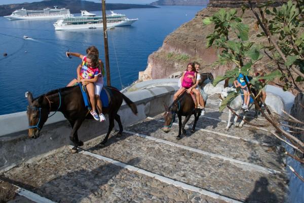 El camino que desciende al puerto antiguo y el incesante paso de las mulas