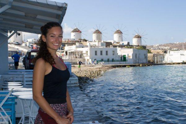 Janire en Little Venice, con vista a los molinos