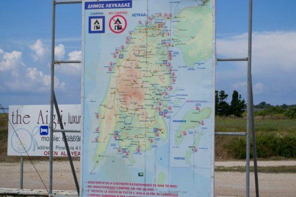 Mapa de Lefkada en la entrada a la isla