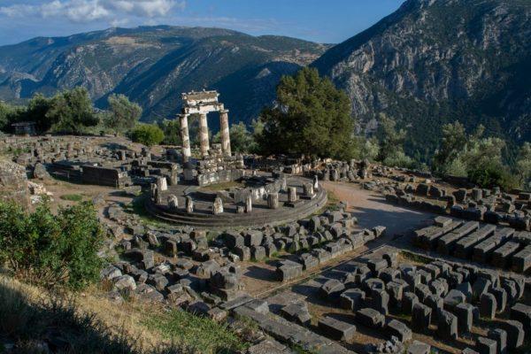 El emplazamiento de Delfos sobre la ladera del Monte Parnaso
