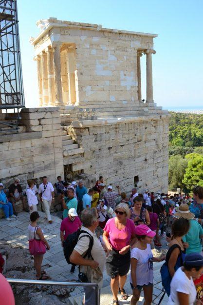 Entrada Principal a la Acrópolis, bajo el Templo de Atenea Nike