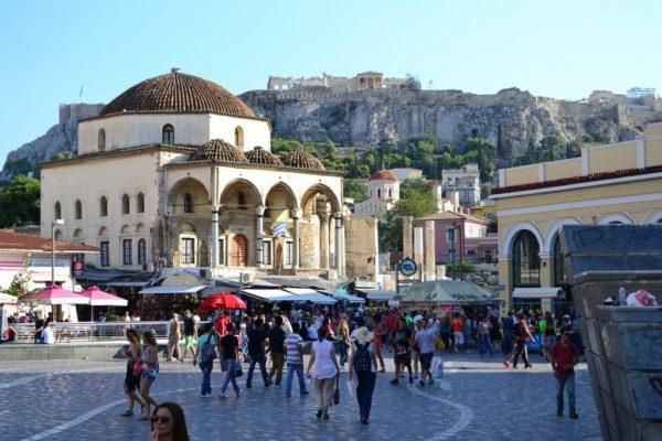 Plaza de Monastiriki, con la Acrópolis de fondo